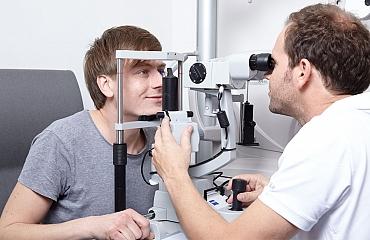 Wie oft werden Augenuntersuchungen von Fachärzten empfohlen?